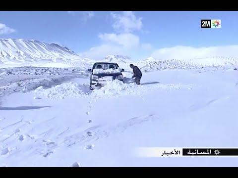 تعاني ساكنة زاوية سيدي حمزة نواحي ميدلت من الثلوح والبرد في غياب حطب التدفئة وانقطاع الطرق