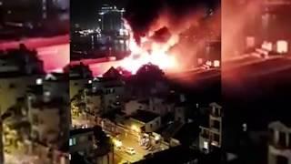 [Nóng]: Cận cảnh cháy kinh hoảng ở Quận 4 - Sài Gòn khiến hàng ngàn người hoảng loạn