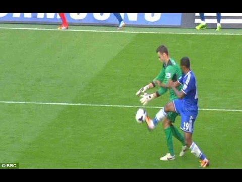 Chelsea vs Schalke HD: Samuel Eto'o Vs GoalKeeper - Ridiculous Challenge - 06.11.2013