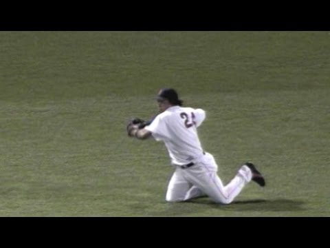 BAL@BOS: Manny cuts off Damon's relay throw