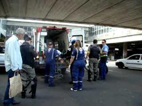 Acidente com carro e moto - Rua: Júlio de Castilhos, 235 - Porto Alegre. 19.04.2011 005.mpg