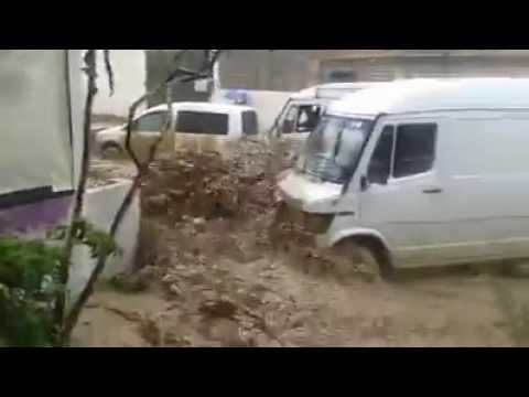 """فيديو """"عاجل مدينة مولاي إدريس زرهون بإقليم مكناس في خطر … أمطار طوفانية جارفة"""