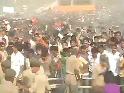 Chaos at Narendra Modi's Gaya rally in Bihar, police lathicharge crowd