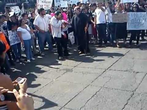 Marcha antiEPN Salinas saca a bailar a su perra PERREO
