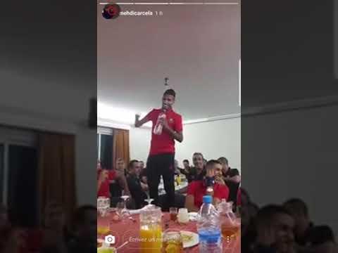 محمد أوناجم يغني في معسكر المنتخب المغربي