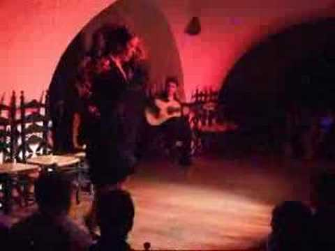 Flamenco Dancing in Barcelona Spain - Flamingo