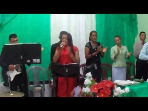 Gostosas dancando durante culto evangelico
