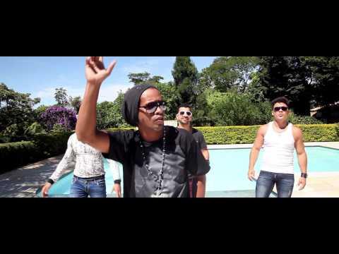 Ronaldinho Gaúcho canta com DJ e dupla sertaneja em clipe