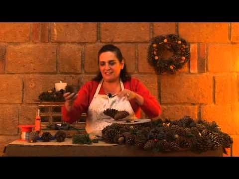 C mo hacer una corona de navidad con pi as y semillas - Como hacer coronas de navidad ...