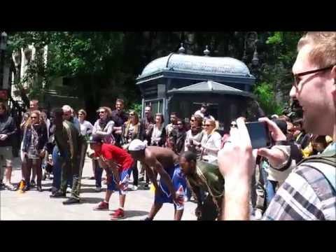 [HD] Street Performers at Brooklyn Bridge, New York City