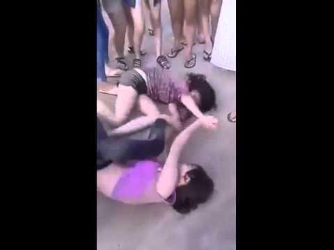 Nữ sinh đánh nhau lột quần áo - Nữ sinh đánh nhau