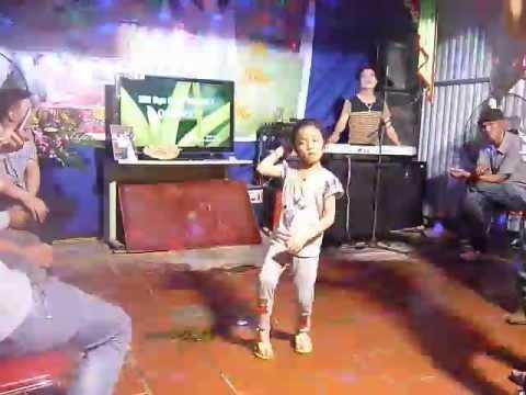 Bé gái 5 tuổi nhảy như người lớn ^^!
