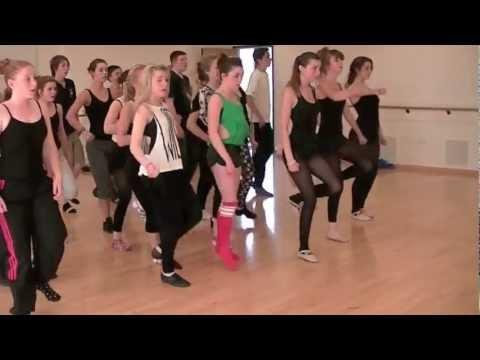 Maisie Williams Dance Gif Maisie williams dancing gif