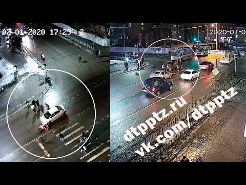 На проспекте Ленина легковой автомобиль наехал на группу пешеходов