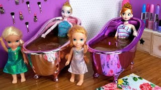 Mother's Day ! Elsa and Anna toddlers - surprise - gifts - spa - cake - bath - nails painting