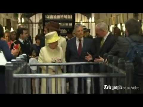Queen visits Troubles prison