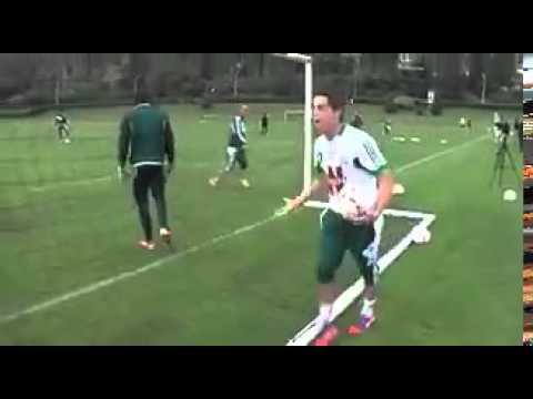 Christophe Galtier – HLV CLB Saint-Étienne – dạy cầu thủ cách sút bóng