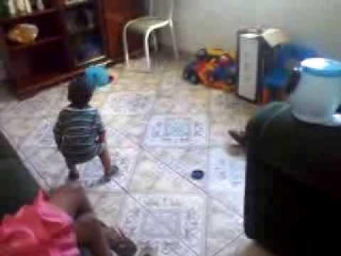 rodrigo dançando Chupadinha de Chiclete