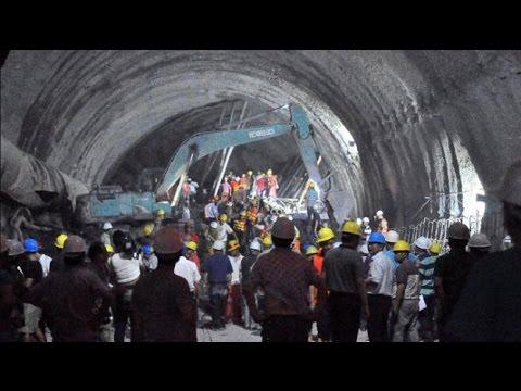 VNEWS   Truyền hình Thông tấn lúc 12h  17/12/2014 - Giải cứu nạn nhân sập hầm