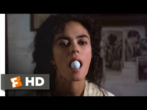 Il postino (4/12) Movie CLIP - Beatrice Russo (1994) HD