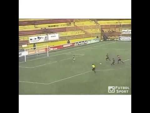 Anh ấy rê bóng như Messi