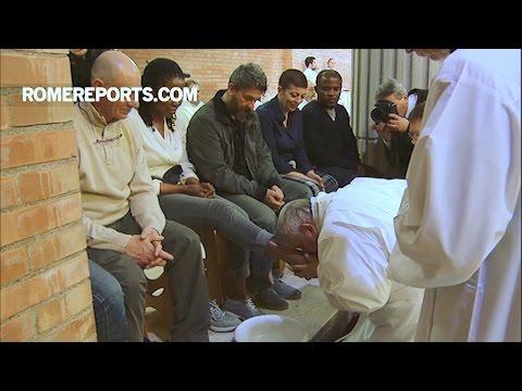 Đức Giáo Hoàng rửa chân cho 12 tù nhân, một nửa là phụ nữ tại nhà tù Rebibbia