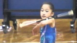 Gila..skill main tongkat gadis umur 10 tahun ini benar - benar amazing