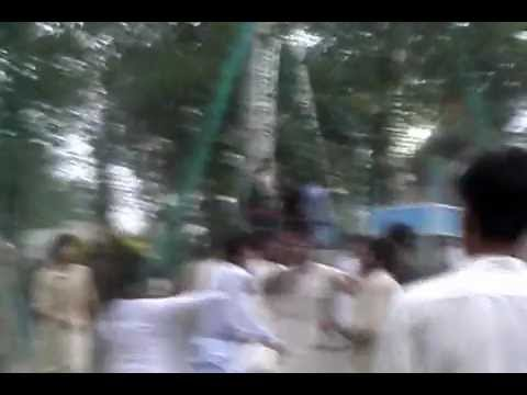 Fight in Jinnah park nowshera (1)