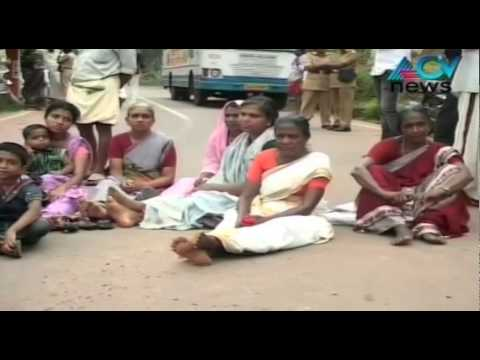 Farmers block road demanding compensation for loss during rain