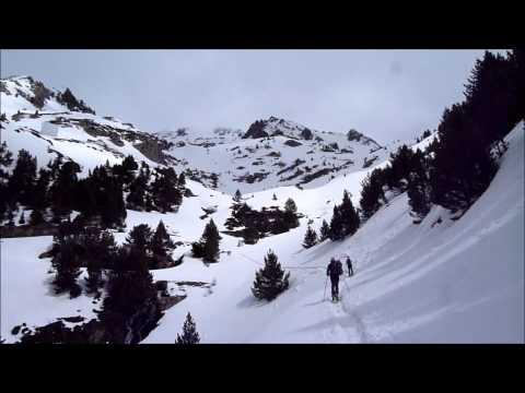 Ascensión y descenso con esquís de la ruta Embalse de la Sarra - Pico de Musales - Refugio de Respomuso