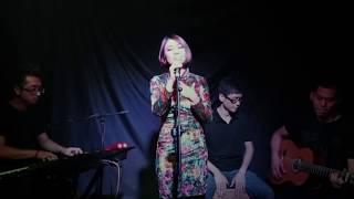 Mandy Chan sings ShangHai Jazz 给我一个吻 Gei Wo Yi Ge Wen Give Me a Kiss view on youtube.com tube online.