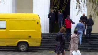 La catedrală au adus un car de verdeață, se așteaptă mioarele