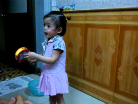 Bé 3 tuổi hát như Xuân Mai