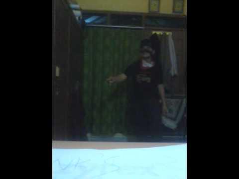 Goyang Bang Jali gan ala Denny Cagur, video lain di :http://www.goyangbangjali.com/peserta.html atau http://www.goyangbangjali.com/peserta-sayembara-nomor-327-randika-muhammad-rizki.html thx
