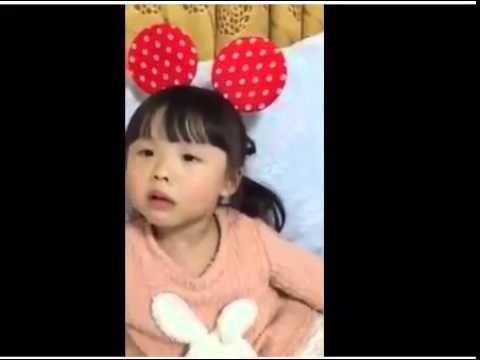 'Nữ phiên dịch viên' 4 tuổi vô cùng đáng yêu