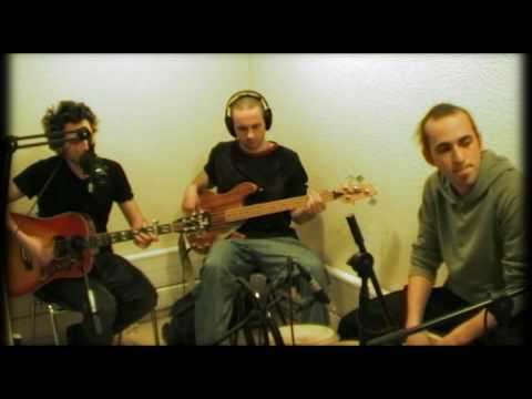 THE BLOODY COMPTABLE : Golden brown (Stranglers cover - FD)