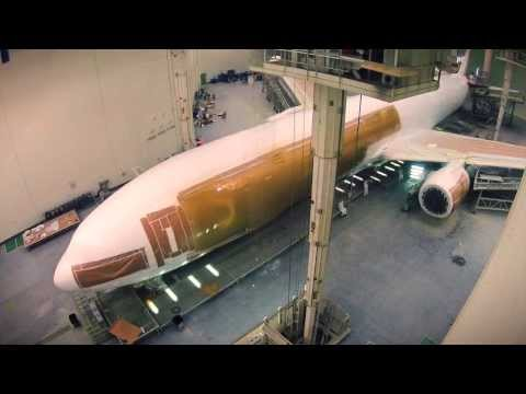 Timelapse Painting of a Boeing 777 | Emirates