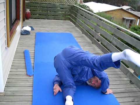 Aikido roll basics.AVI