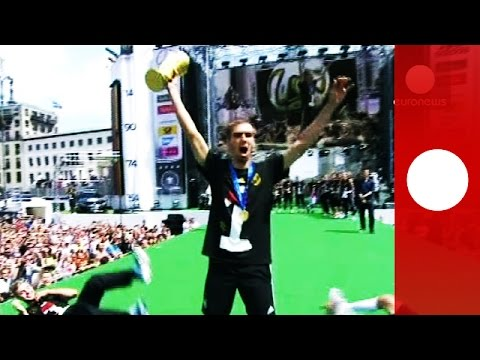 German World Cup winners get heroes welcome at Berlin fan party