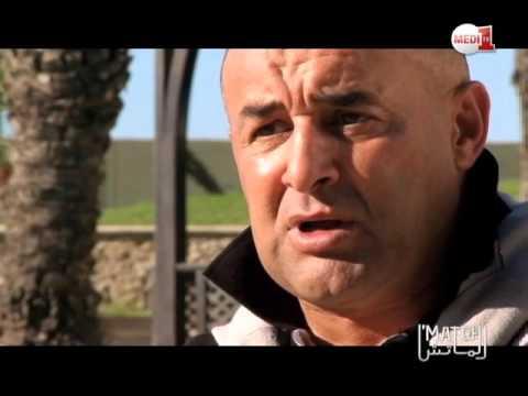 مدرب اتحاد طنجة الجزائري بنشيخة يتعلم بعض الكلمات الطنجاوية