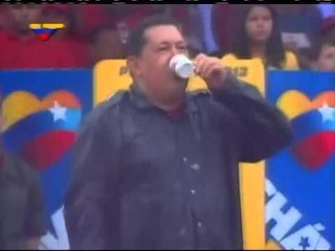Hugo Chávez bajo la lluvia el 4 de octubre de 2012 (ZKVTV)