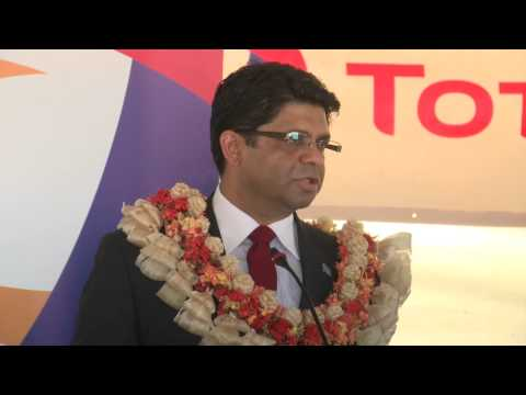Fijian Attorney General Aiyaz Sayed - Khaiyum commissions Total's solar energy project
