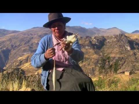 Spinning yarn in the Andes (Tapalla, Perú)