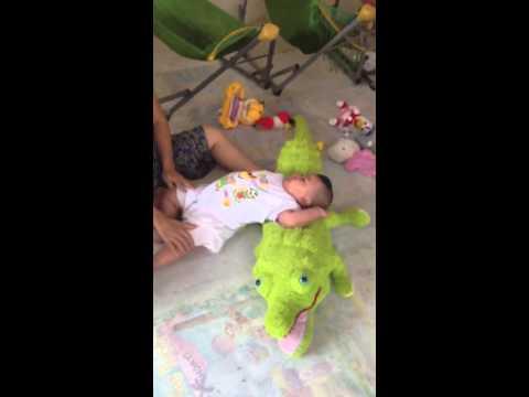 Thăm các bé mồ côi ở chùa Linh Sơn q4