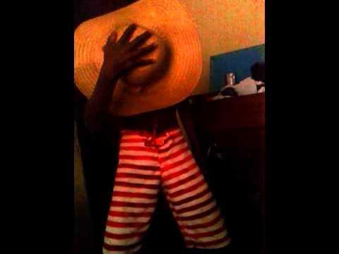 Menino dançando musica  muricoca   Muito engraçado ...kkk