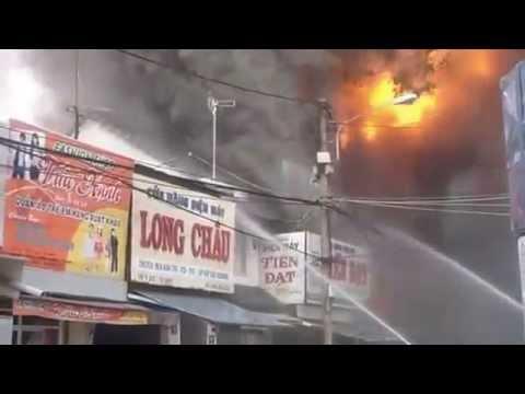 Clip cháy dữ dội tại khu buôn bán sầm uất nhất Buôn Ma Thuột