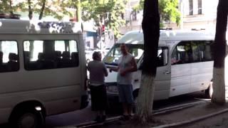 Microbuze 188 parcate ilegal pe str. Bodoni, Chișinău