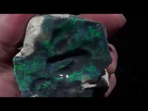 Lightning Ridge Black Opal Specimen Keystone 3.71 ounces