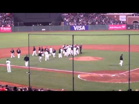 Giants celebrate Michael Morse walk off hit vs Mets