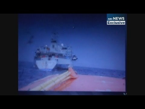 Video appears to show lifeboat being towed by an Australian vessel under Operation Sovereign Borders